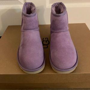 NIB UGG Classic Mini II Boots  / Women size 5 & 6